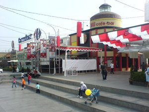 The Paris Van Java mall.